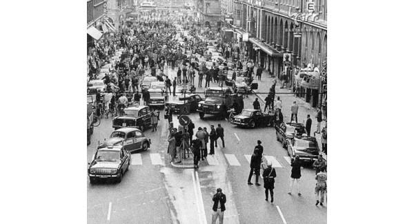 اولین صبح روز کشور سوئد پس از تغییرات در جهت رانندگی
